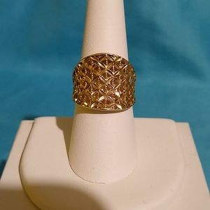 14K Yellow Gold Diamond-Cut Ring